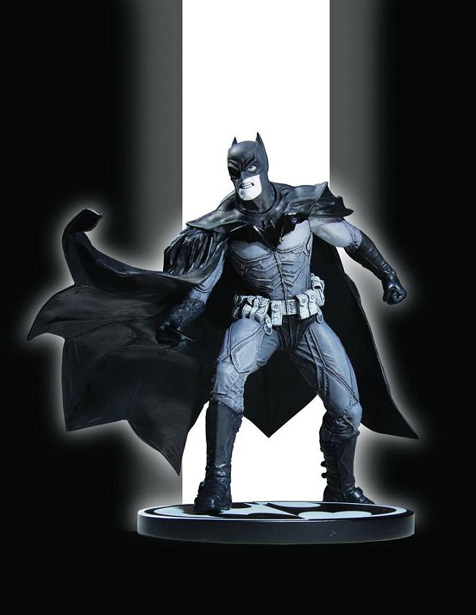 BATMAN BLACK AND WHITE STATUE LEE BERMEJO